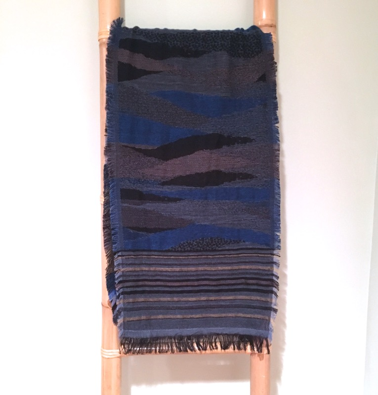 Extra long, artfully striped scarf / Blue